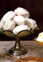 Meringues with double cream and lemon curd